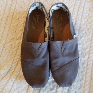 Toms shoes size 11M